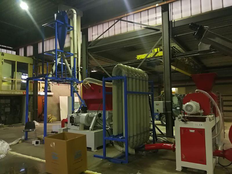 薄膜挤干回收机组案例